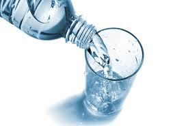 article-teint-lumineux-bouteille-eau